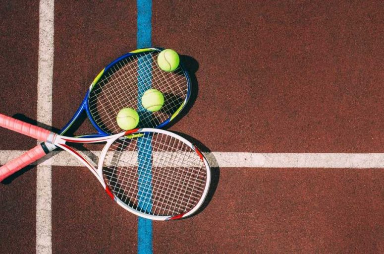 HOW DO YOU KNOW WHICH SIZE TENNIS RACQUET TO BUY